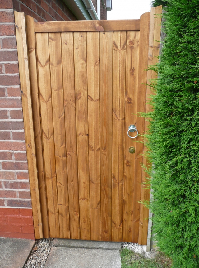 Village Design Side Gates in Softwood