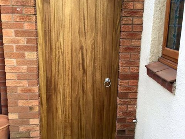 Hardwood Side Gate in Medium Oak - Appleton design