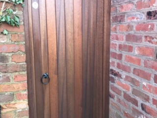 Meranti hardwood side gate in arch in dark oak finish