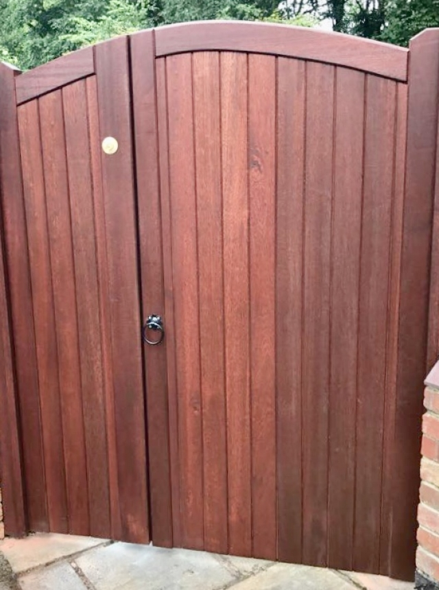 Meranti lymm style side gate with opening - panel in mahogany finish