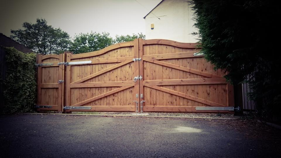 Swan Neck Design Softwood Driveway Gates with Side Gate