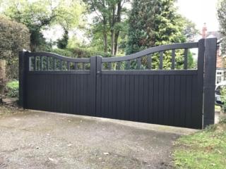 Hardwood reverse chester design gates in anthracite grey
