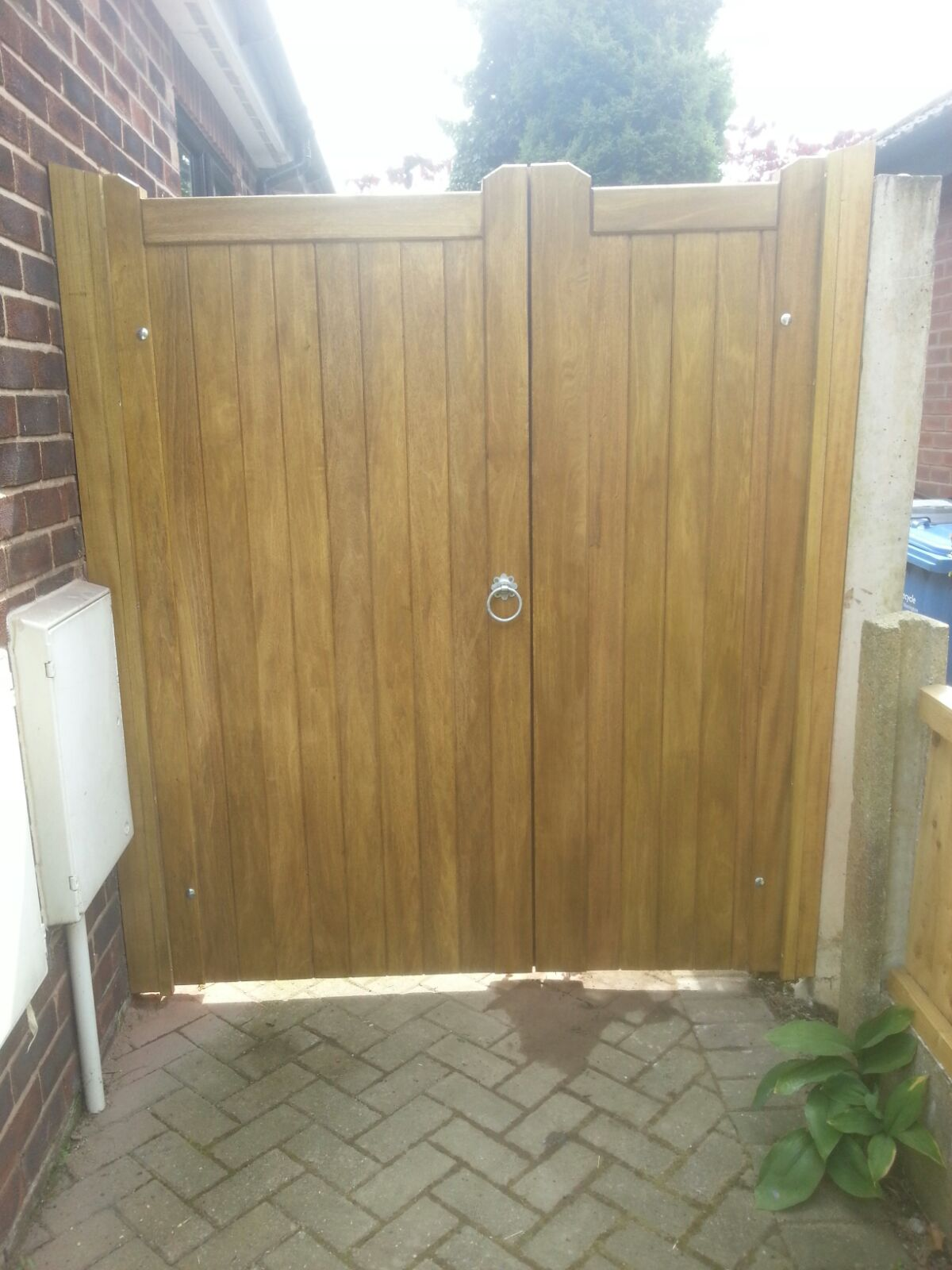 Idigbo side gate with panel in light oak