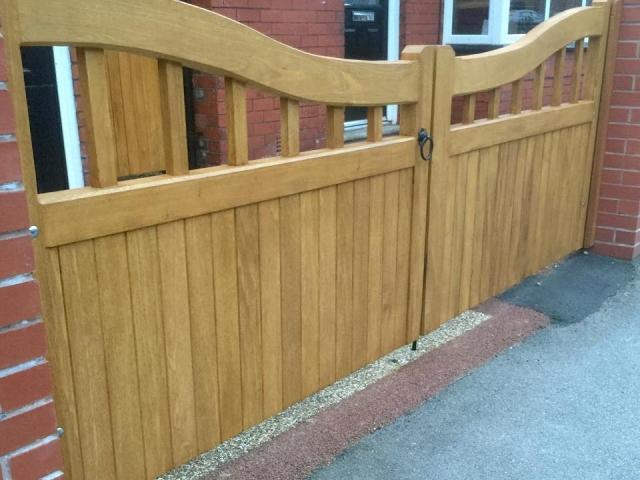 Low Idgibo hardwood driveway gates